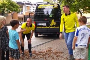 Ein Team von Zweirad Stadler bei den Kindern von Sozialarbeit und Segeln in Berlin Wannsee.